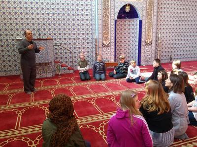 6. Klasse der Max-Tau-Schule in der DITIB Moschee