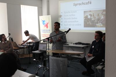 samo.fa Aktionstag_Ehrenamtlicher stellt Projekt vor